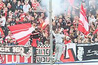Fans von Fortuna Düsseldorf mit Bengalos - FSV Frankfurt vs. Fortuna Düsseldorf, Frankfurter Volksbank Stadion