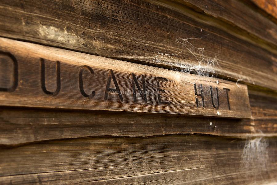 Arrivée à Ducane Hut, construite en 1910 par des trappeurs, l'un des refuges les plus anciens du trek