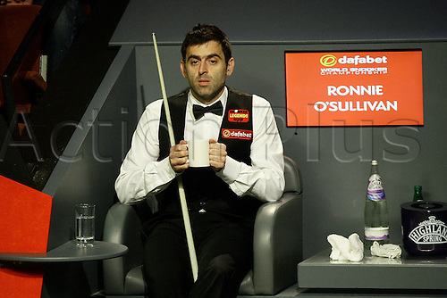 01.05.2014. Sheffield, England.   Ronnie O'Sullivan in action against Barry Hawkins at the 2014  Dafabet World Snooker Championship semi final, 1st  sessions (best of 33 frames played over 4 sessions), Crucible Theatre, Sheffield, Yorkshire, England.