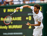 England, London, Juli 02, 2015, Tennis, Wimbledon, Robin Haase (NED) het a service to Andy Murray (GBR)<br /> Photo: Tennisimages/Henk Koster