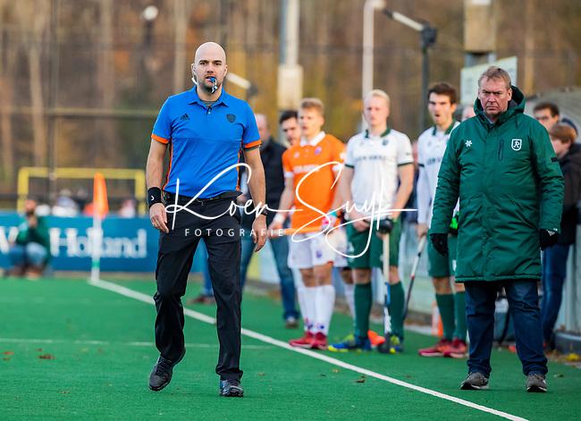 BLOEMENDAAL - scheidsrechter Pieter Hembrecht,  tijdens  hoofdklasse competitiewedstrijd  heren , Bloemendaal-Rotterdam (1-1) .COPYRIGHT KOEN SUYK