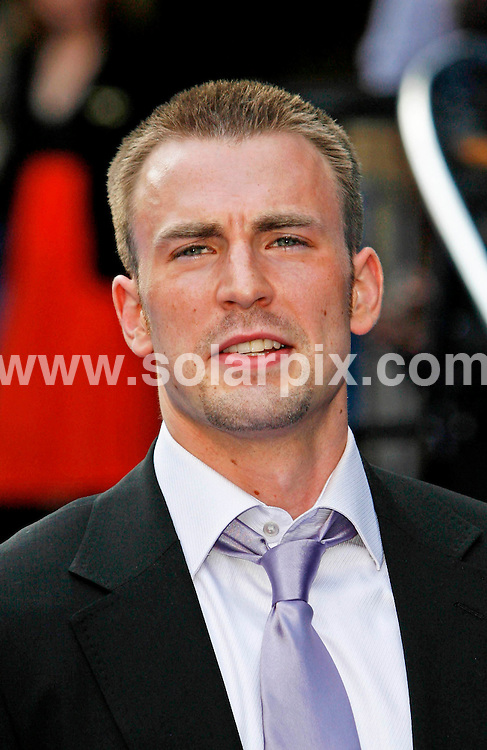 """**ALL ROUND PICTURES FROM SOLARPIX.COM**.**WORLDWIDE SYNDICATION RIGHTS**.Chris Evans arrives for the premiere of """"Fantastic Four, Rise of the Silver Surfer"""" at the Vue West End, Leicester Square London..JOB REF: 4064   SSD     DATE:  13.06.07.**MUST CREDIT SOLARPIX.COM OR DOUBLE FEE WILL BE CHARGED* *UNDER NO CIRCUMSTANCES IS THIS IMAGE TO BE REPRODUCED FOR ANY ONLINE EDITION WITHOUT PRIOR PERMISSION*"""