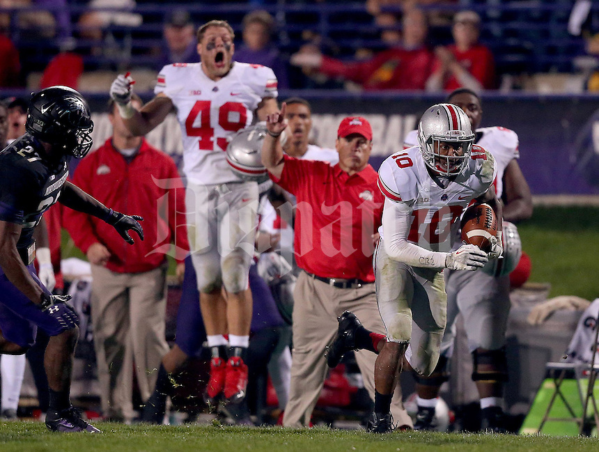 Ohio State Buckeyes wide receiver Philly Brown (10) heads upfield during the second half of the NCAA football game between Ohio State and Northwestern at Ryan Field in Evanston, Illinois on Saturday, October 5, 2013. (Columbus Dispatch photo by Jonathan Quilter)