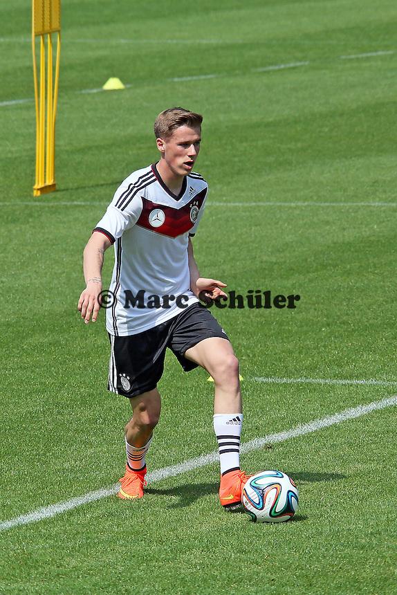 Erik Durm - Trainingslager der Deutschen Nationalmannschaft zur WM-Vorbereitung in St. Martin