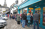 Official opening of new Dealz store in Enniscorthy. Customers queing up before the official opening. Photo: John Walsh/@Newsfile