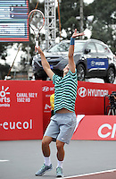 BOGOTA – COLOMBIA – 20-07-2014: Bernard Tomic de Australia, se prepara para servir a Ivo Karlovic de Croacia durante partido de la final del Open Claro Colombia de tenis ATP 250, que se realiza en las canchas del Centro de Alto Rendimiento en Altura en la ciudad de Bogota.   / Bernard Tomic of Australia, prepared to serve to Ivo Karlovic of Croatia, during a match for the final of the Open Claro Colombia de tenis ATP 250, at Centro de Alto Rendimiento en Altura in Bogota City. Photo: VizzorImage / Luis Ramirez / Staff.