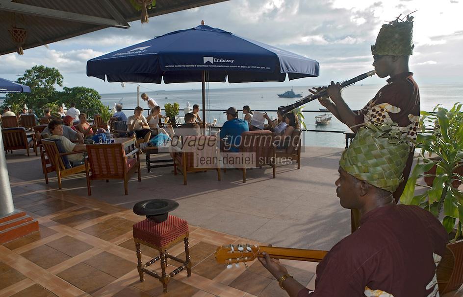 Afrique/Afrique de l'Est/Tanzanie/Zanzibar/Ile Unguja/Stone Town: à la terrasse du Sunset Bar face à l'océan