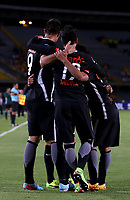 BOGOTÁ - COLOMBIA, 14-09-2017: Jugadores de Libertad de Paraguay celebran después de anotar un gol a Independiente Santa Fe de Colombia durante partido de vuelta por los octavos de final de la Copa CONMEBOL Sudamericana 2017 jugado en el estadio Nemesio Camacho El Campin de la ciudad de Bogotá. / Players of Libertad of Paraguay celebrate after scoring a goal to Independiente Santa Fe de Colombia during the second leg match for the eight-finals of the Copa CONMEBOL Sudamericana 2017 played at Nemesio Camacho El Campin stadium in Bogota city.  Photo: VizzorImage / Inaldo Perez / Cont