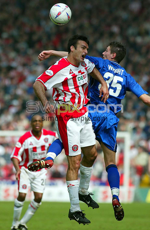 Pix, Shaun Flannery/SWpix. Nationwide League Division One..Sheffield United v Leicester City, 21/4/2003..COPYRIGHT PICTURE>>SIMON WILKINSON>>01943 - 436649>>..United's Shaun Murphy challenges with Leicester's Tommy Wright.