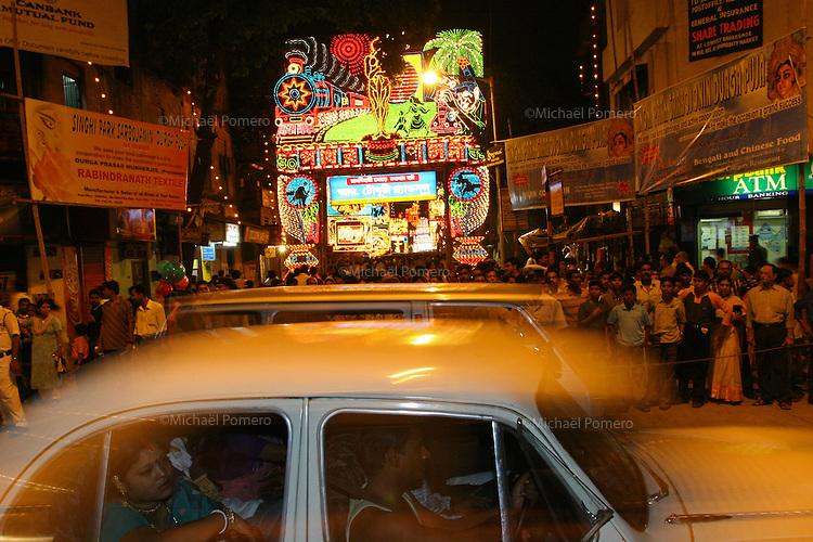 11.10.2005 Calcutta(West Bengale)<br /> <br /> People visiting Calcutta during the Durga festival.<br /> <br /> Personnes visitant calcutta pendant la fête de Durga.