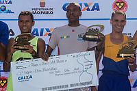 SAO PAULO, SP, 09.04.2016 -MARATONA-SP - Os cinco primeiros colocados da Elite Masculina, durante a premiação na Maratona Internacional de São Paulo na região do parque do Ibirapuera na região sul de São Paulo neste domingo, 09 (Foto: Danilo Fernandes/Brazil Photo Press)
