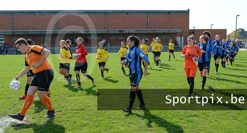 DVK Egem - Club Brugge Dames B :  beide teams lopen het veld op<br /> Foto David Catry | VDB | Bart Vandenbroucke