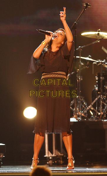 15 November 2005 - New York, New York - Sara Evans. 39th Annual CMA Awards held at Madison Square Garden. Photo Credit: Laura Farr/AdMedia