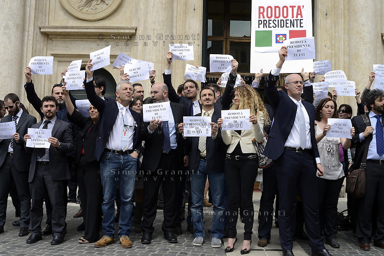 Roma. 20 Aprile 2013.Piazza Montecitorio.I Deputati e i Senatori del Movimento 5 Stelle manifestano con cartelli inneggianti a Rodotà davanti l'entrata del Parlamento