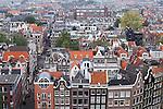 Blick von der Westerkerk auf die verwinkelten Häuser im Jordaan, Amsterdam