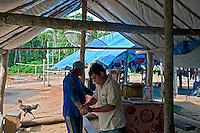 Agente da saude em pesquisa sobre a malaria. Garimpo de Agua Branca. Para. 2010. Foto de Ricardo Funari.