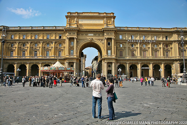 The Piazza della Republica is a nationalistic symbol of Italy with a triumpahal arch marking the intersection of two Roman roads-  the Via Corso and the via Romano.