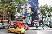 NOVA YORK, EUA, 01.08.2018 - MICHAEL-JACKSON - Mural que une duas imagens de Michael Jackson, à esquerda jovem , e a direita uma de suas ultimas imagens que temos em mente é vista no bairro de East Village na Ilha de Manhattan nos Estados Unidos nesta quarta-feira, 01. O trabalho está sendo criado pelo muralista brasileiro Eduardo Kobra, reconhecido em todo o mundo e será entregue em 25 de agosto como parte do projeto em celebração ao aniversário de 60 anos de Michael Jackson. (Foto: William Volcov/Brazil Photo Press)
