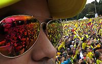 BOGOTA -COLOMBIA. 06-07-2014. Miles de colombianos colmaron la avenida Eldorado y el parque Simón Bolivar para darles la bienvenida a su selección de futbol y su tecnico Jose Pekerman luego de su participacion en el mundial de Brazil 2014. / Thousands of Colombians filled the Eldorado Avenue and the Simón Bolivar park to welcome them to their soccer team and its technical Jose Pekerman after his participation in the World Cup Brazil 2014. Photo: VizzorImage/CONT