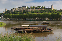 France, Indre-et-Loire (37), Vallée de la Loire classée Patrimoine Mondial de l'UNESCO, Chinon en bord de Vienne et son château médiéval // France, Indre et Loire, Loire Valley listed as World Heritage by UNESCO, Chinon on the banks of the Vienne river and its medieval castle