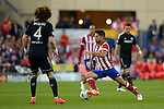 Daviz Luiz (L) vies with Diego Ribas during the UEFA Champions League semifinal first leg football match Club Atletico de Madrid vs Chelsea FC at the Vicente Calderon stadium in Madrid on April 22, 2014.   PHOTOCALL3000/DP-Sipa