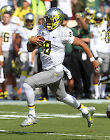 Oregon quarterback Marcus Mariota (8) handles the ball during the first half of the game in Charlottesville, Va. Virginia defeated Brigham Young 19-16. Photo/Andrew Shurtleff