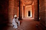 Salle aux colonnes protodoriques du temples d'Amada Lac Nasser. Egypte
