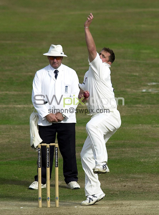 Pix: Matthew Lewis/SWpix.com. Cricket. Frizzell County Championship. Yorkshire v Gloucestershire. Headingley, Leeds. 18/09/03...COPYRIGHT PICTURE>>SIMON WILKINSON>>0870 092 0092>>..Yorkshire's Darren Gough.