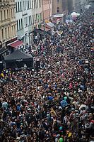 **Hinweis: Dieses Bild ist Teil der Fotostrecke 1. Mai**  Berlin, Myfest am Mittwoch (01.05.13) in Kreuzberg in Berlin. Foto: Maja Hitij/CommonLenss