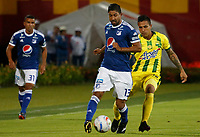BUCARAMANGA - COLOMBIA, 29-09-2018: Harold Gomez (Der) jugador del Atlético Bucaramanga disputa el balón con Cristian Marrugo (Izq) jugador de Millonarios durante partido por la fecha 12 de la Liga Águila II 2018 jugado en el estadio Alfonso López de la ciudad de Bucaramanga. / Harold Gomez (R) player of Atletico Bucaramanga struggles the ball with Cristian Marrugo (L) player of Millonarios during match for the date 12 of the Aguila League II 2018played at Alfonso Lopez stadium in Bucaramanga city. Photo: VizzorImage / Oscar Martinez / Cont