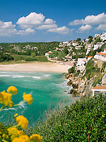 Spain, Balearic Islands, Menorca, Cala en Porter: bay, beach and resort | Spanien, Balearen, Menorca, Cala en Porter: Bucht, Strand und Feriensiedlung im Suedosten