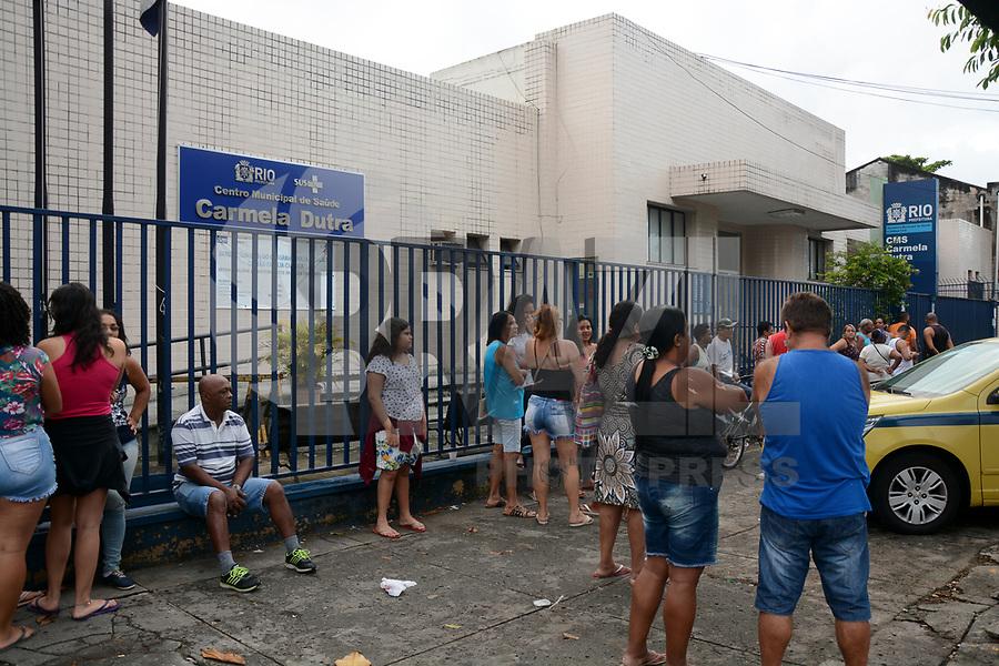 RIO DE JANEIRO 27,01,2018 - SAUDE-RJ - Vacinação contra febre amarela posto CMS Carmela Dutra em Rocha Miranda zona norte do Rio de Janeiro neste sábado, 27. (Foto: Jorge Hely/Brazil Photo Press)