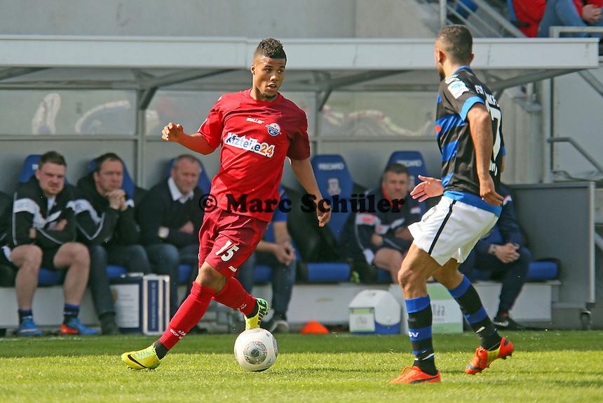 Elias Kachunga (Paderborn) gegen Joan Oumari (FSV) - FSV Frankfurt vs. SC Paderborn 07, Frankfurter Volksbank Stadion