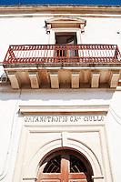 Castro Marina - Salento - Puglia - Particolare del portone dell'Orfanotrofio Ciullo.