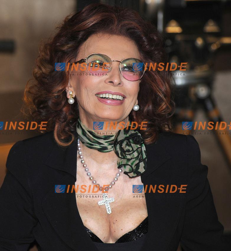 Sophia Loren.Roma 10/03/2010 Cinecittà.Conferenza stampa di presentazione del film LA MIA CASA E' PIENA DI SPECCHI per raiuno due puntate..Foto GB/Insidefoto