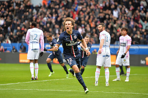 18.01.2015. Paris, France. French League 1 football. Paris St Germain versus Evian.  Goal celebration by David Luiz (psg)