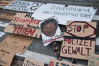 Demonstration am Sonntag den 7. Januar 2018 in Dessau anlaesslich des 13. Todestages des Sierra Leoners Oury Jalloh, der am 7. Januar 2005 unter bislang nicht geklaerten Umstaenden in einer Gewahrsamszelle in der Polizeiwache Wolfgangstrasse, bei lebendigem Leib verbrannte. Der damals wachhabende Dienstgruppenleiter wurde 2012 wegen fahrlaessiger Toetung verurteilt.<br /> Im November 2017 wurde bekannt, dass die Staatsanwaltschaft Dessau-Rosslau davon ausgeht, dass eine Selbstentzuendung durch den gefesselten Oury Jalloh unwahrscheinlich sei und stattdessen den Einsatz von Brandbeschleuniger und die Beteiligung Dritter fuer wahrscheinlich haelt. Der Staatsanwaltschaft wurde jedoch das Verfahren entzogen und an die Staatsanwaltschaft Halle uebergeben die im Oktober 2017 das Verfahren einstellte.<br /> An der Demonstration beteiligten sich ca. 3.500 Menschen.<br /> Im Bild: Demonstrationsteilnehmer warten vor dem Dessauer Bahnhof auf den Beginn der Demonstration.<br /> 7.1.2018, Dessau<br /> Copyright: Christian-Ditsch.de<br /> [Inhaltsveraendernde Manipulation des Fotos nur nach ausdruecklicher Genehmigung des Fotografen. Vereinbarungen ueber Abtretung von Persoenlichkeitsrechten/Model Release der abgebildeten Person/Personen liegen nicht vor. NO MODEL RELEASE! Nur fuer Redaktionelle Zwecke. Don't publish without copyright Christian-Ditsch.de, Veroeffentlichung nur mit Fotografennennung, sowie gegen Honorar, MwSt. und Beleg. Konto: I N G - D i B a, IBAN DE58500105175400192269, BIC INGDDEFFXXX, Kontakt: post@christian-ditsch.de<br /> Bei der Bearbeitung der Dateiinformationen darf die Urheberkennzeichnung in den EXIF- und  IPTC-Daten nicht entfernt werden, diese sind in digitalen Medien nach §95c UrhG rechtlich geschuetzt. Der Urhebervermerk wird gemaess §13 UrhG verlangt.]