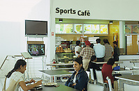 INDIA Bangalore, Software company Infosys in the Electronics City, the indian silicon valley, break for employees in the canteen / INDIEN Karnataka Bangalore, Campus der Software Firma Infosys in der electronics city, Pause fuer Angestellte in der Kantine