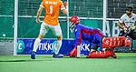 AMSTELVEEN -  keeper Philip van Leeuwen (Adam) ziet de bal het doel in gaan.  tijdens de play-offs hoofdklasse  heren , Amsterdam-Bloemendaal (0-2).    COPYRIGHT KOEN SUYK