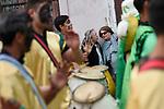 20171203/ Nicolas Celaya - adhocFOTOS/ URUGUAY/ MONTEVIDEO/ BARRIO SUR/ Desfile por D&iacute;a Nacional del Candombe, la Cultura Afrouruguaya y la Equidad Racial por la calle Isla de Flores. <br /> En la foto: Desfile por D&iacute;a Nacional del Candombe, la Cultura Afrouruguaya y la Equidad Racial por la calle Isla de Flores.  Foto: Nicol&aacute;s Celaya /adhocFOTOS