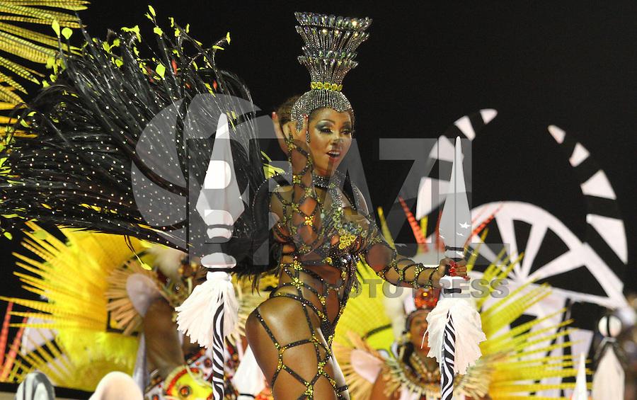 RIO DE JANEIRO, RJ, 16.02.2015 - CARNAVAL 2015 - RIO DE JANEIRO - GRUPO ESPECIAL / SÃO CLEMENTE - Integrantes da escola de samba São Clemente durante desfile do grupo Especial do Carnaval do Rio de Janeiro, na noite desta segunda (16). ( Foto: Paulo Lisboa / Brazil Photo Press).