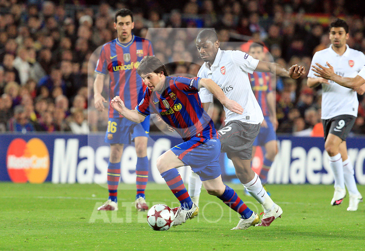 Lionel Messi attacks during the UEFA Champions League quarter final second leg match between Barcelona and Arsenal at Camp Nou on April 6, 2010 in Barcelona, Spain.