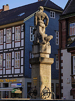 Till Eulenspiegel Brunnen am Marktplatz, Einbeck, Niedersachsen, Deutschland, Europa<br /> Till Eulenspiegel Fountain at market place, Einbeck, Lower Saxony, Germany, Europe