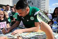 GRONINGEN - Voetbal, Open dag FC Groningen ,  seizoen 2017-2018, 06-08-2017,  FC Groningen doelman Kevin Begois deelt handtekeningen uit