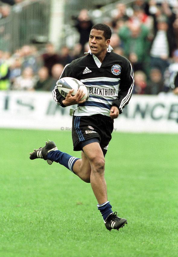 Photo. Richard Lane. .Bath v Bedford. 2/10/98. .Jeremy Guscott cruses towards the try line.