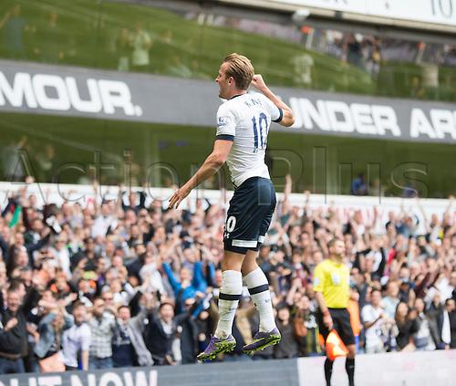 26.09.2015. London, England. Barclays Premier League. Tottenham Hotspur versus Manchester City. Tottenham Hotspur's Harry Kane jumps for delight after his goal.