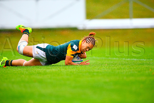 23.08.2015. Dublin, Ireland. Women's Sevens Series Qualifier 2015. Netherlands versus South Africa. Mathrin Simmers (South Africa) dives over to score a try.