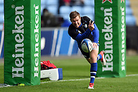 Will Chudley of Bath Rugby passes the ball during the pre-match warm-up. Heineken Champions Cup match, between Wasps and Bath Rugby on October 20, 2018 at the Ricoh Arena in Coventry, England. Photo by: Patrick Khachfe / Onside Images
