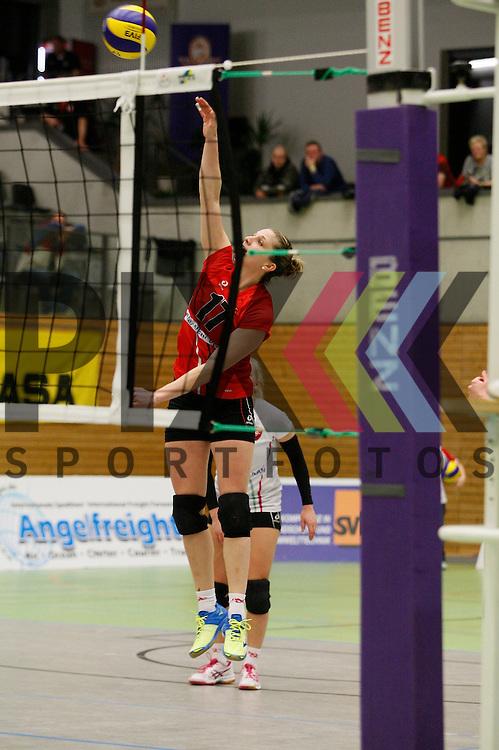 Koepenicks Pia Riedel (Nr. 17) <br /> <br /> 21.02.2015 Volleyball, 1. Bundesliga, Frauen, Saison 2014/15, Koepenicker SC Berlin - VT Aurubis Hamburg<br /> <br /> Foto &copy; PIX *** Foto ist honorarpflichtig! *** Auf Anfrage in hoeherer Qualitaet/Aufloesung. Belegexemplar erbeten. Veroeffentlichung ausschliesslich fuer journalistisch-publizistische Zwecke. For editorial use only.