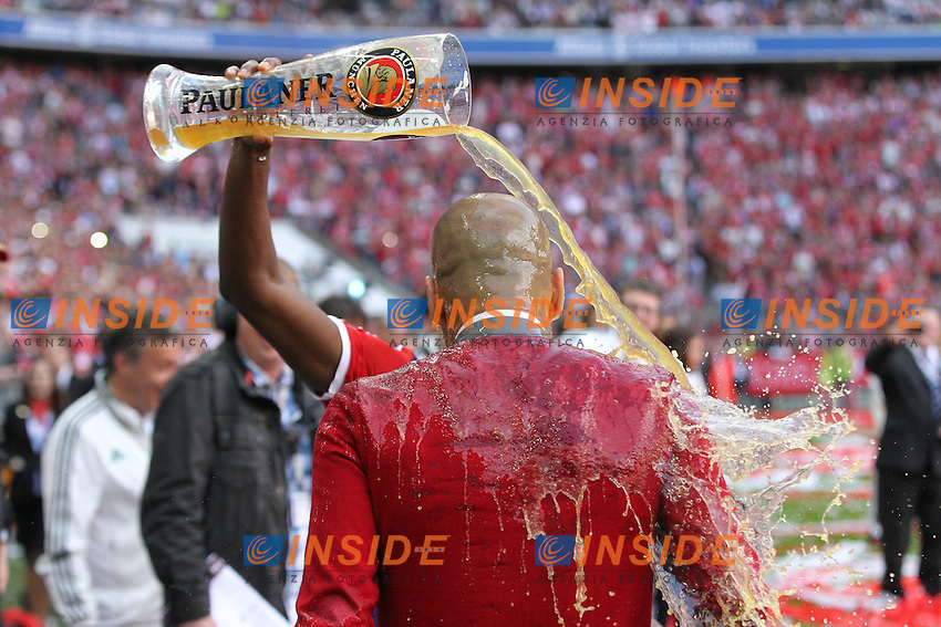 10.05.2014, Allianz Arena, Muenchen, GER, 1. FBL, FC Bayern Muenchen vs VfB Stuttgart, 34. Runde, im Bild Bierdusche Chef-Trainer Pep Guardiola (FC Bayern Muenchen) // during the German Bundesliga 34th round match between FC Bayern Munich and VfB Stuttgart at the Allianz Arena in Muenchen, Germany on 2014/05/10. EXPA Pictures &copy; 2014, PhotoCredit: EXPA/ Eibner-Pressefoto/ Kolbert<br /> <br /> *****ATTENTION - OUT of GER***** <br /> Football Calcio 2013/2014<br /> Bundesliga 2013/2014 Bayern Campione Festeggiamenti <br /> Foto Expa / Insidefoto